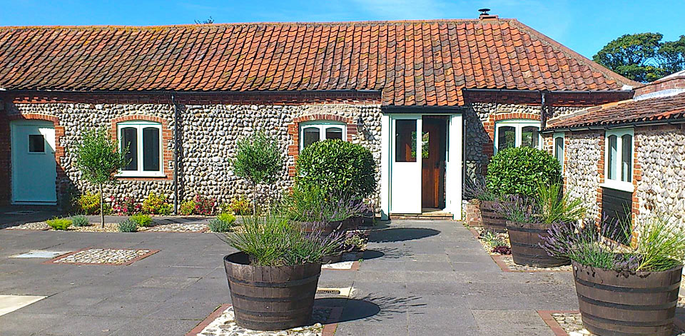 abbey cottage at abbey farm cottages in Beeston Regis, norfolk